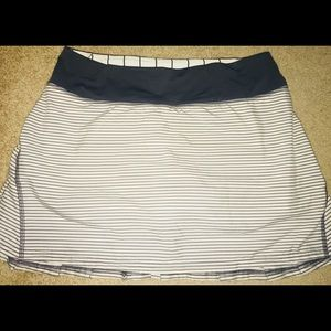 Lululemon pace setter skirt 6T angel wing stripe